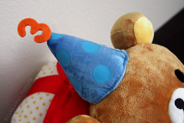 Rilakkuma 3rd Anniversary Fansclub Plushie - hat detail