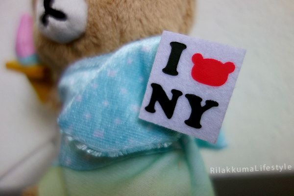Tokyo Station Rilakkuma Store 7th Anniversary - New York City NYC - Statue of Liberty - 東京駅店7周年は 「アメリカNY」 ぬいぐるみ - sign detail