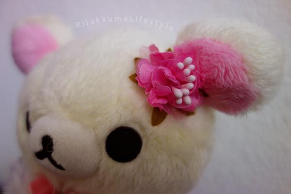 Rilakkuma Factory 2015 - リラックマファクトリー - Korilakkuma Strawberry Flower - コリラックマのストロベリーフラワー - リラックマ ぬいぐるみ - flower detail
