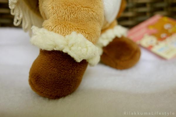 てぶくろをとどけに - あつめてぬいぐるみ - Handmade Mittens Series - Rilakkuma - standard plush - ugg boot detail