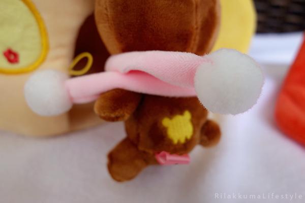 てぶくろをとどけに - チャイロイコグマの どんぐりのおうちセット - Kogumachan - Chairoikoguma - Handmade Mittens Series - Acorn House Plush Playset - scarf detail