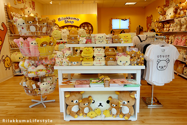 Rilakkuma Lifestyle - Rilakkuma Shop - Soft Opening - Westfield Brandon Center Mall Florida - First Rilakkuma Shop in US - front display