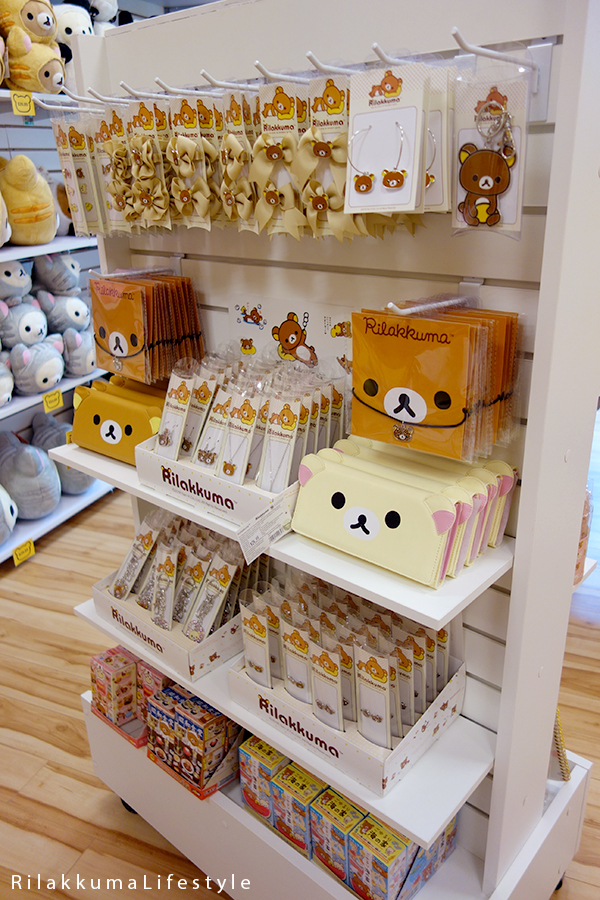 Rilakkuma Lifestyle - Rilakkuma Shop - Soft Opening - Westfield Brandon Center Mall Florida - First Rilakkuma Shop in US - jewelry shelf