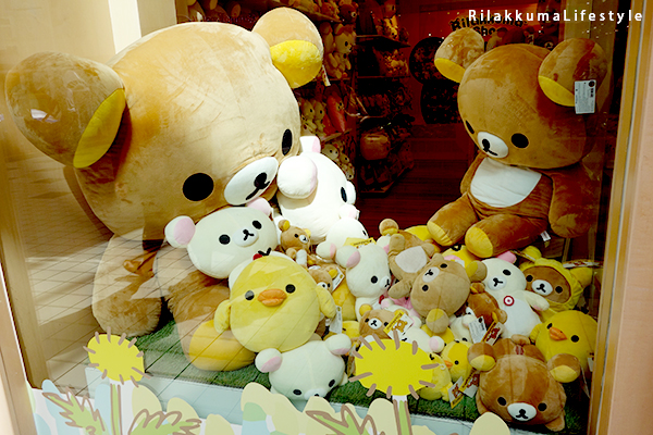 Rilakkuma Lifestyle - リラックマ - Rilakkuma Shop - Grand Opening - Westfield Brandon Center Mall Florida - First Rilakkuma Shop in US - front window display