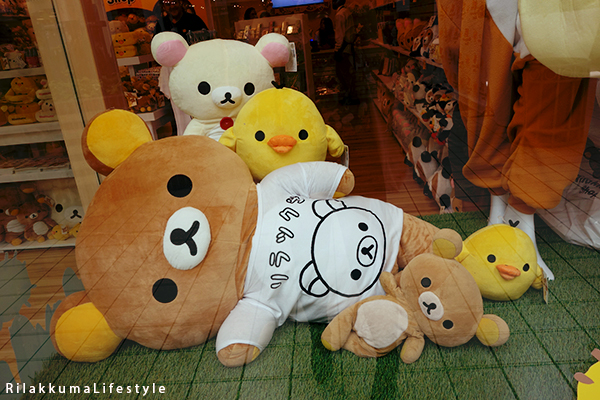 Rilakkuma Lifestyle - リラックマ - Rilakkuma Shop - Grand Opening - Westfield Brandon Center Mall Florida - First Rilakkuma Shop in US - front window design