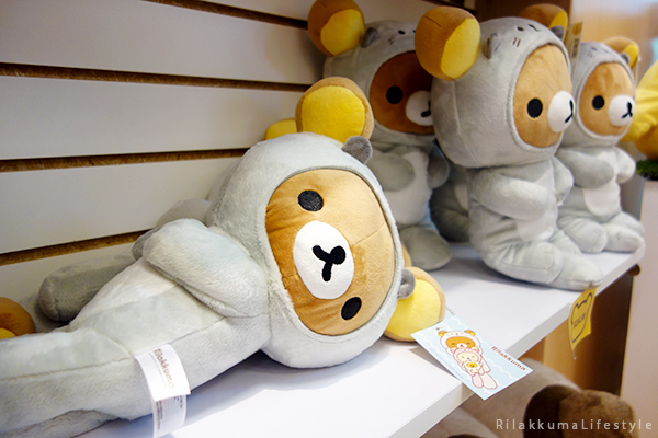 Rilakkuma Lifestyle - リラックマ - Rilakkuma Shop - Christmas Event - Westfield Brandon Center Mall Florida - First Rilakkuma Shop in US - Otter Series - Rilakkuma otter suit - otter plush