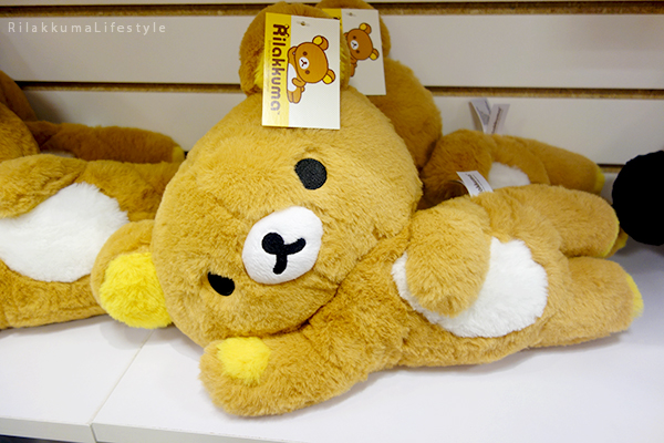 Rilakkuma Lifestyle - リラックマ - Rilakkuma Shop - Christmas Event - Westfield Brandon Center Mall Florida - First Rilakkuma Shop in US - My Only Rilakkuma - Fluffy Rilakkuma Korilakkuma plush laying down relaxing