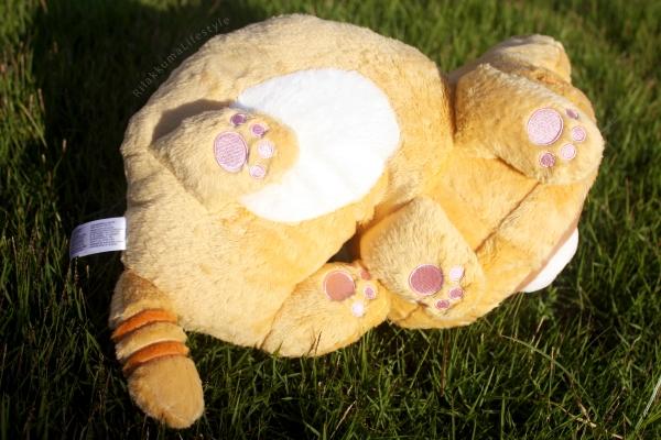 Rilakkuma Lifestyle - Rilakkuma plush - Tiger series - sleepy laydown - cat series - stuffed animal - cute - kawaii - のんびりネコ - リラックマ ぬいぐるみ - bottom view